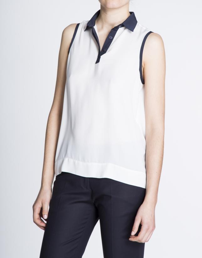 Blusa blanca sisas y cuello azul marino.