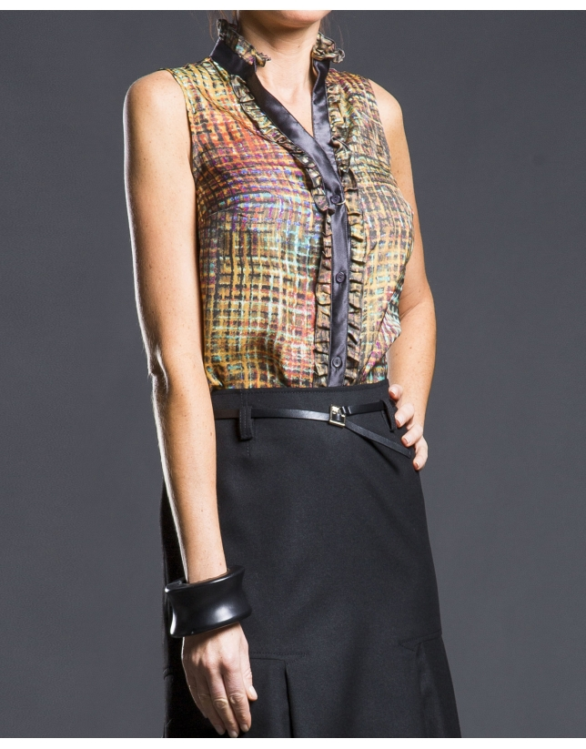 Print shirt with contrasting ruffle