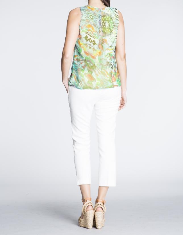 Top sin mangas estamapdo floral verdes con turquesa.