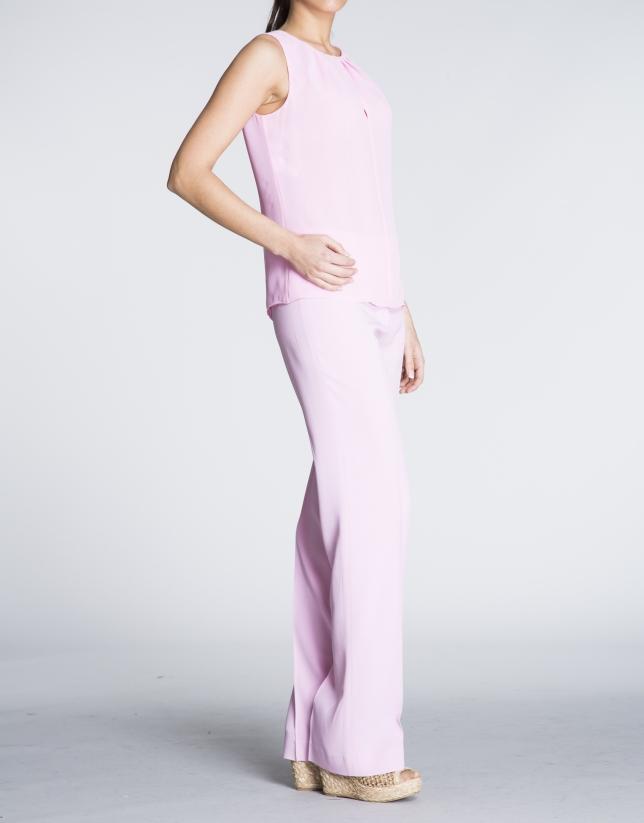 Top sin mangas en rosa.