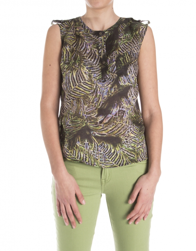 Sleeveless print blouse