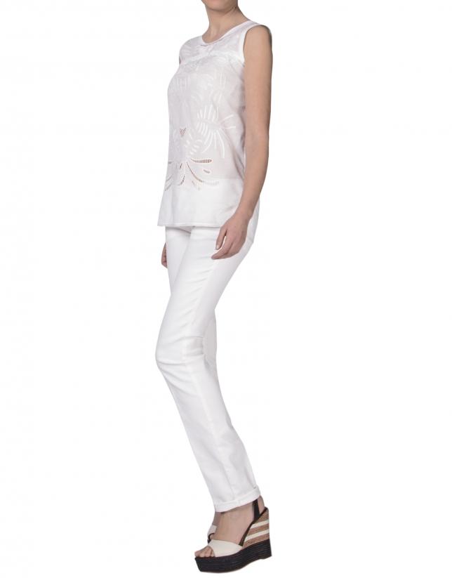 Camisa blanca bordada