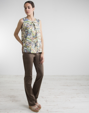 Top estampado floral pliegues