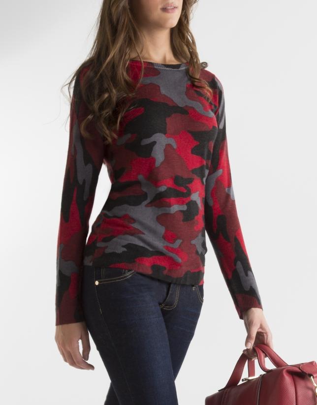 T-shirt imprimé camouflage dans les tons rouges