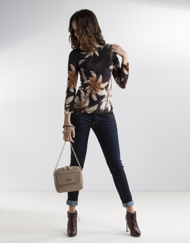 Camiseta floral manga larga marrón