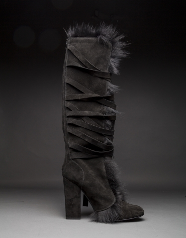 Boots in black suede and fox fur
