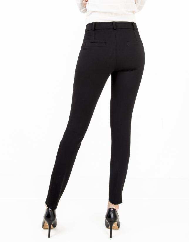 Pantalón cremalleras negro