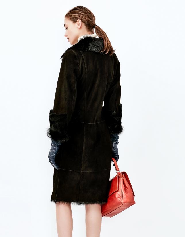 Abrigo largo piel caprina negro