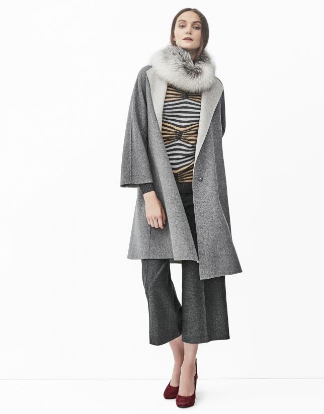 Pull dessin géométrique gris