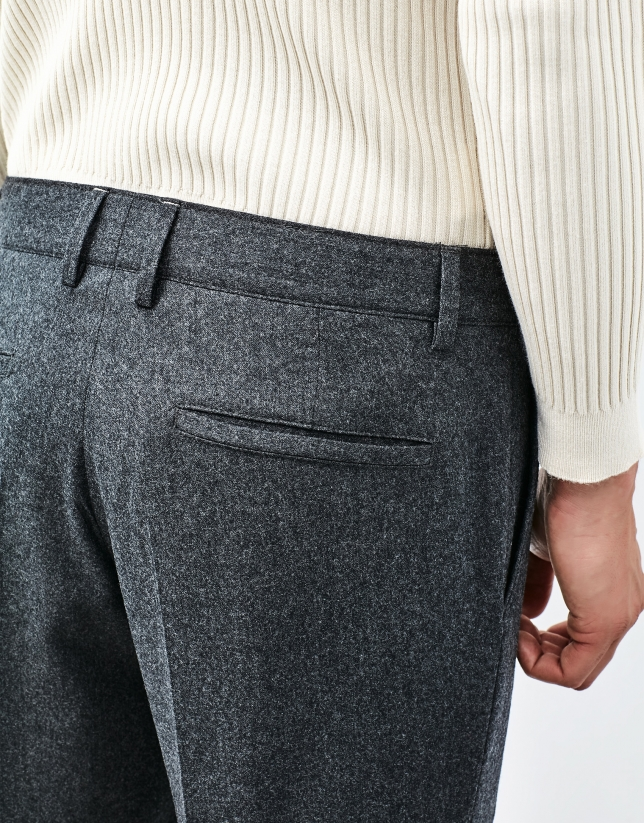 Pantalón franela gris