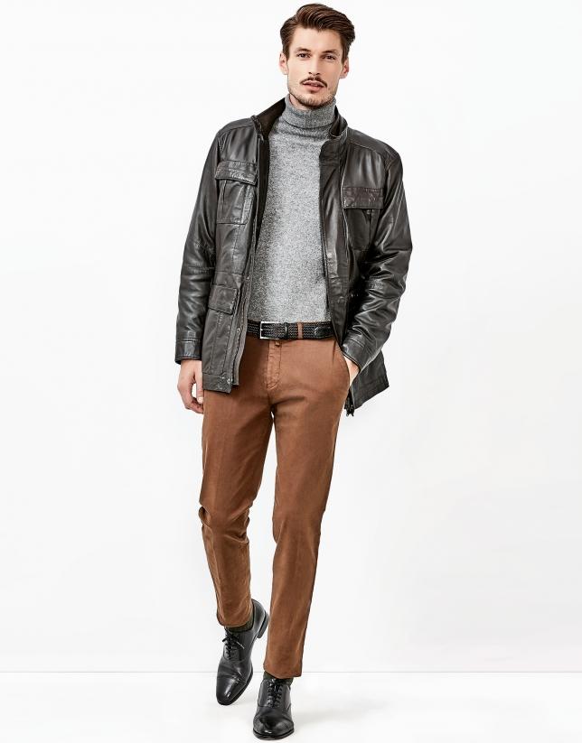 Pantalón chino marrón