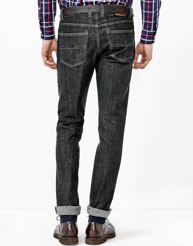 Pantalon en denim slim fit (coupe ajustée)