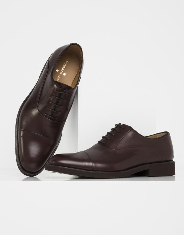 Zapato cortes marrón