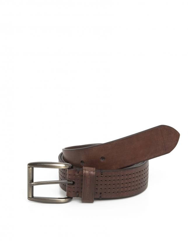 Cinturón perforado marrón