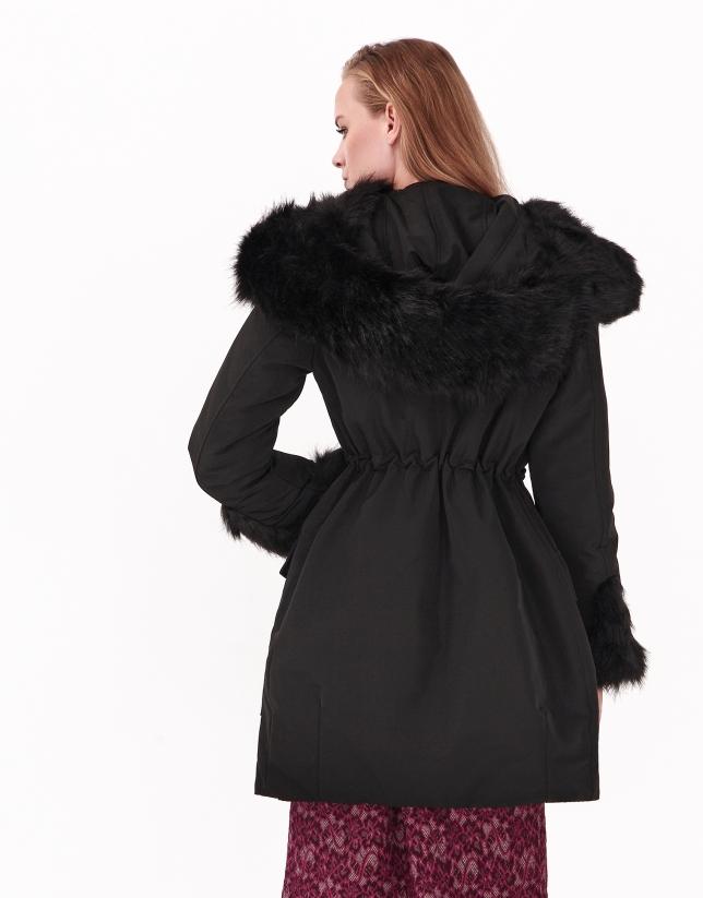 Doudoune longue à capuche noire
