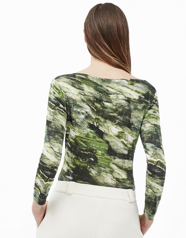 Camiseta cuello barco estampado verde