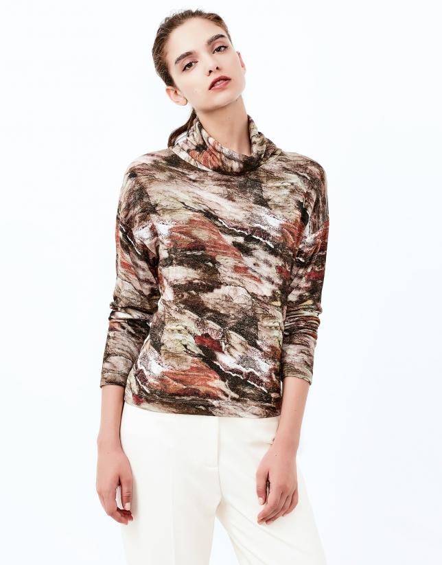 Camiseta cuello cisne estampada marrón