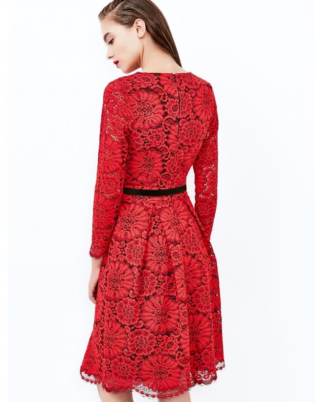 Robe à dentelle rouge