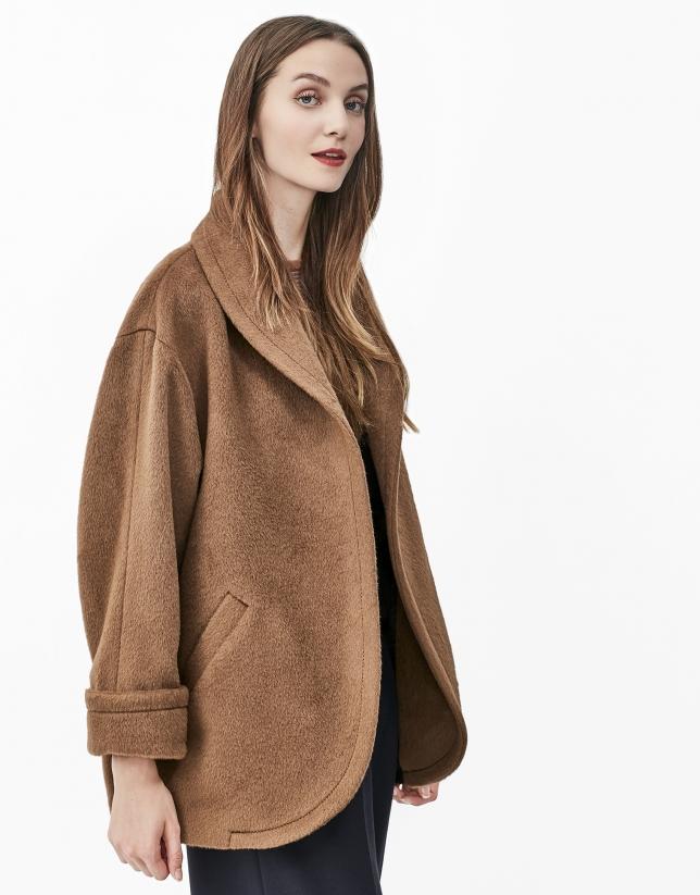 Manteau marron à col cheminée