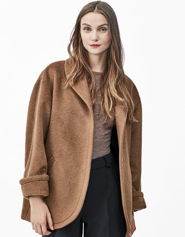 Abrigo cuello chimenea marrón