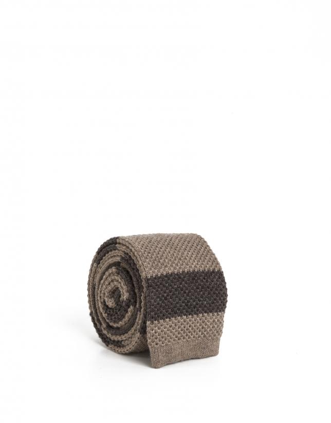 Cravate en maille couleur camel