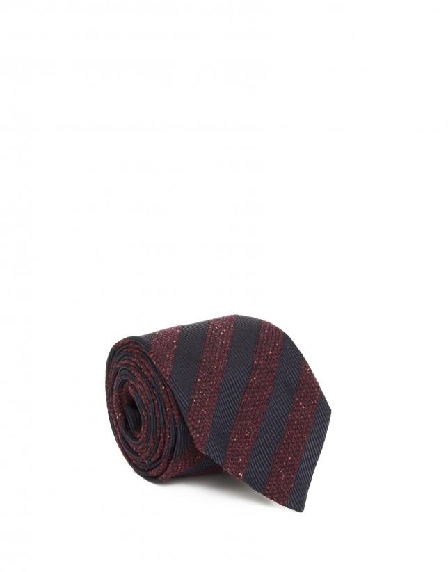 Cravate en maille à rayures grenat