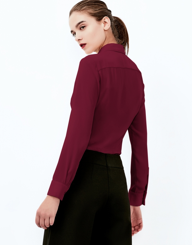 Burgundy shirt with central pleat