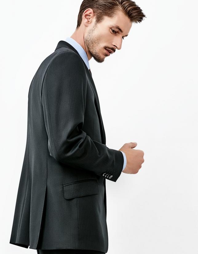 Costume noir à chevron