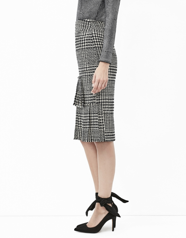 Checked skirt with puckering