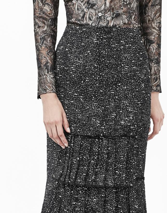 Black tweed skirt with puckering
