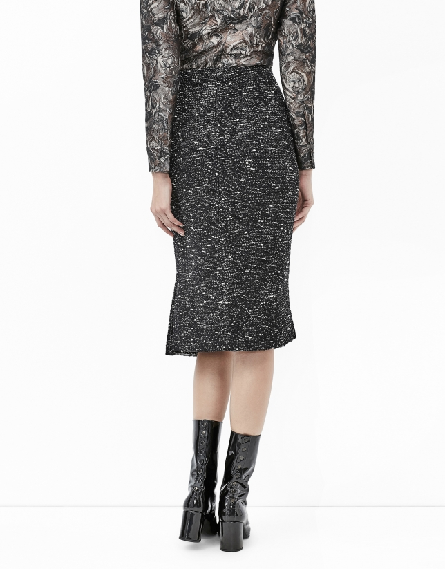 Black tweed skirt with puckering