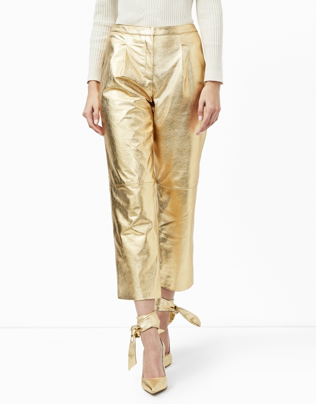 Pantalón baggy piel metalizado oro