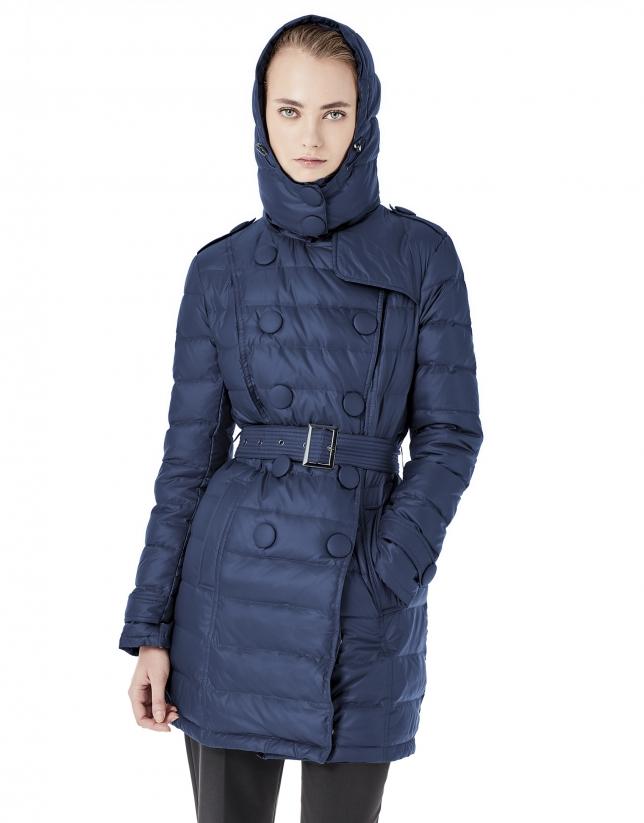 Plumífero largo con capucha azul marino