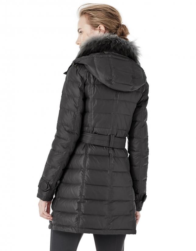 Plumífero largo con capucha negro