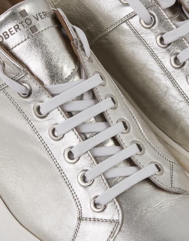 Sneakers efecto oro