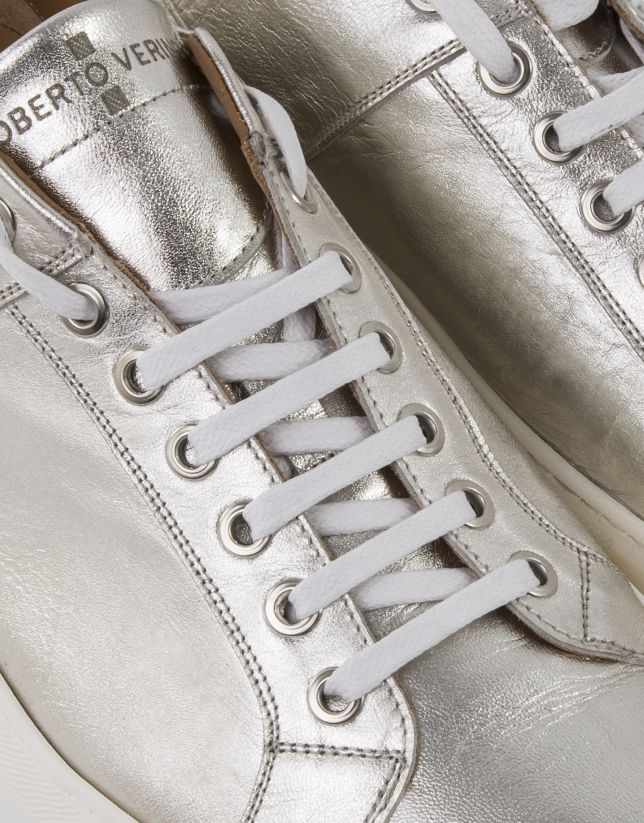 Sneakers with gold touches
