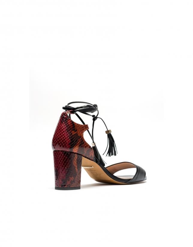 Sandalia piel negra y grabado serpiente Burdeos