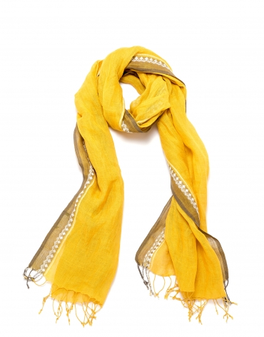 Scarf with copper-yellow design