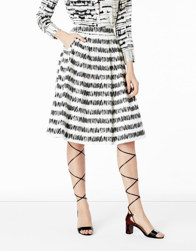 Falda midi pliegues