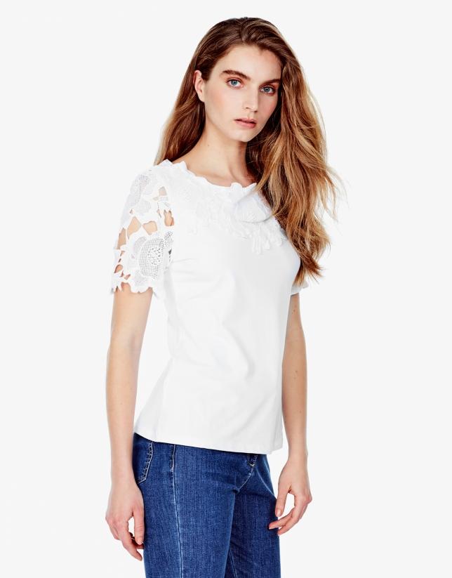 T-shirt blanc en dentelle