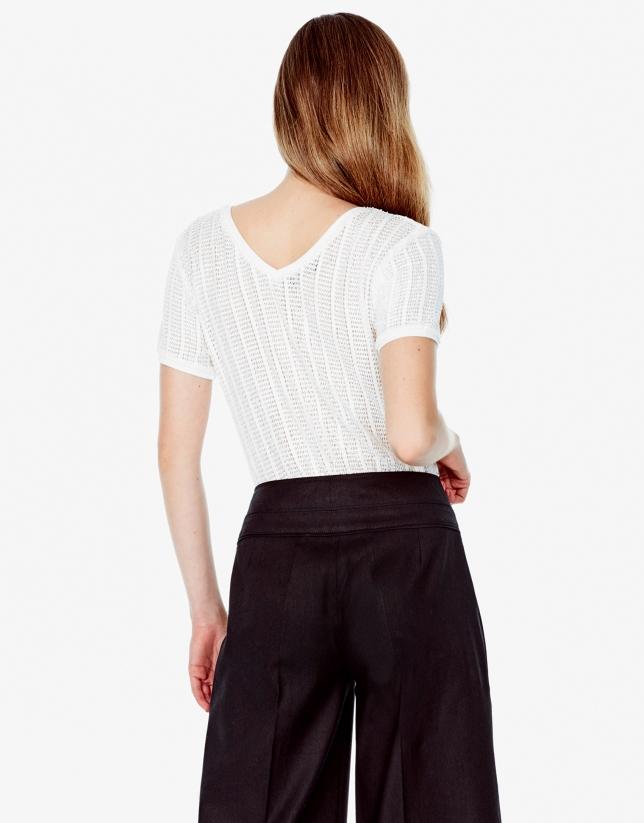 Camiseta escote pico beige