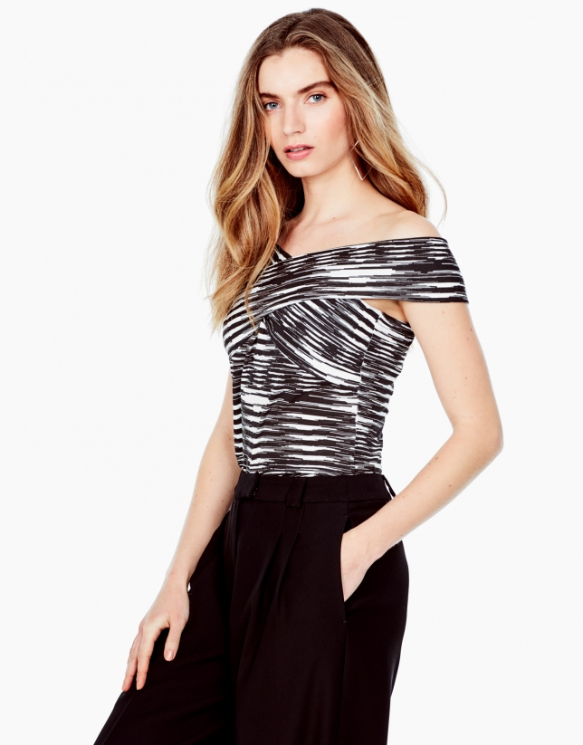 Top with criss-crossed straps