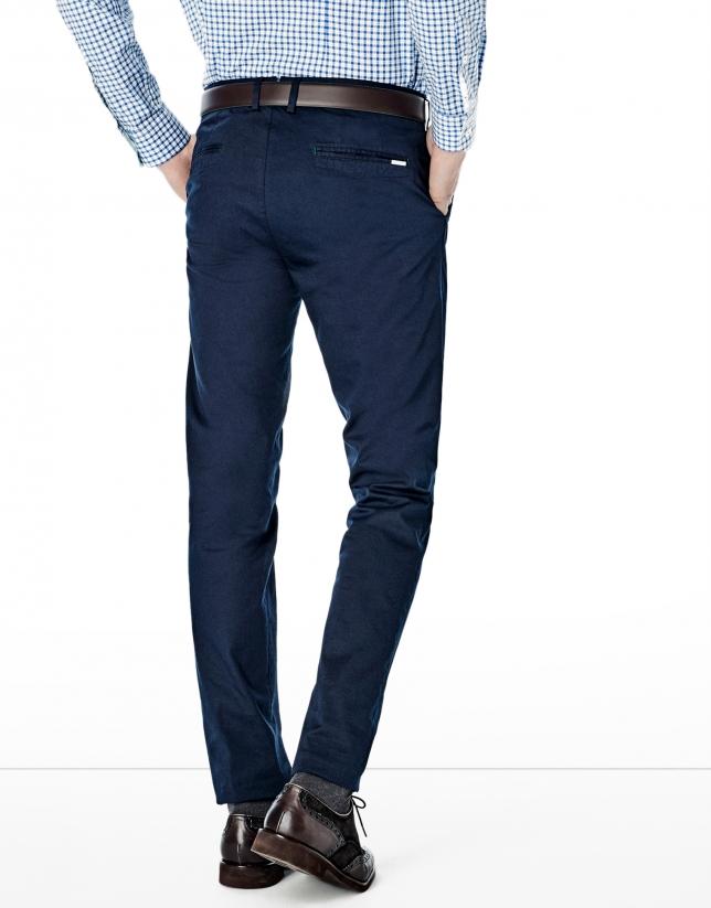 Pantalon chino bleu marine confectionné en coton