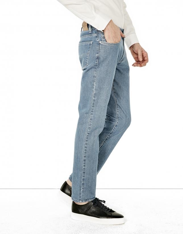 Pantalón vaquero slim fit azul claro