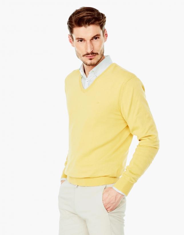 Pull en coton à col V jaune