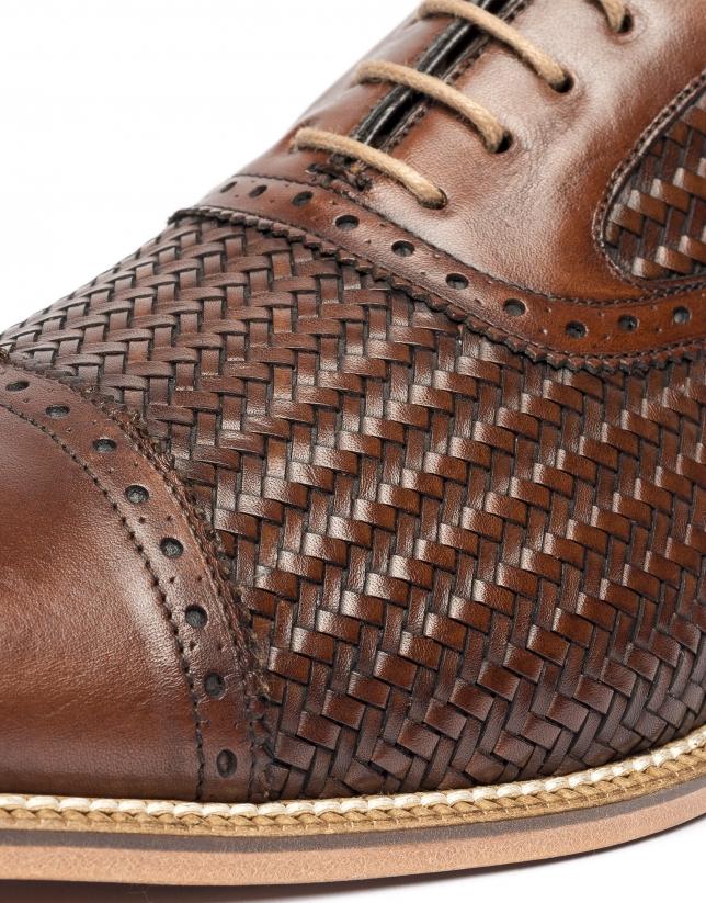 Zapato Oxford brogue con piel efecto trenzada marrón