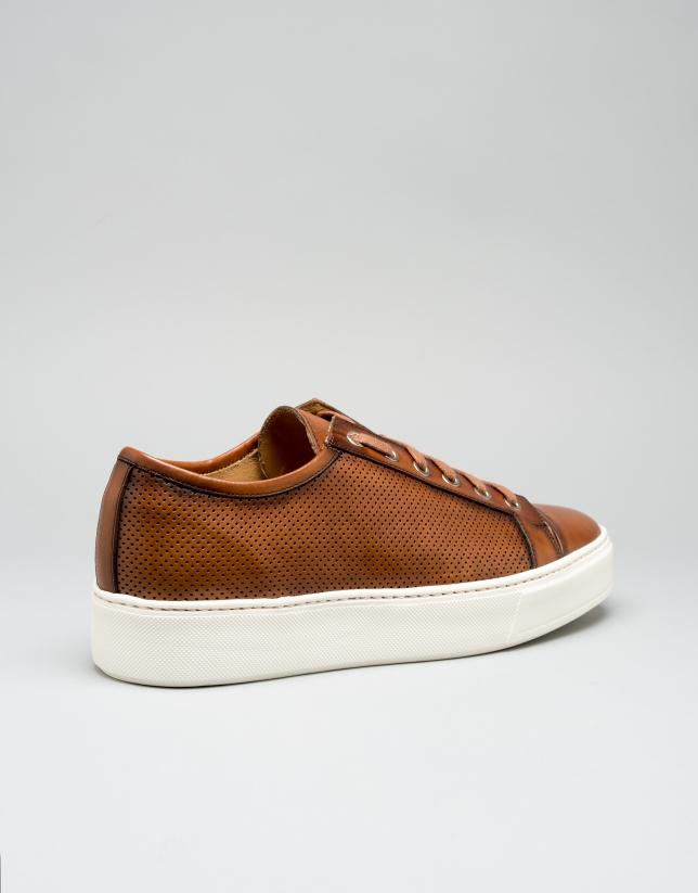 Sneakers piel marrón microperforada