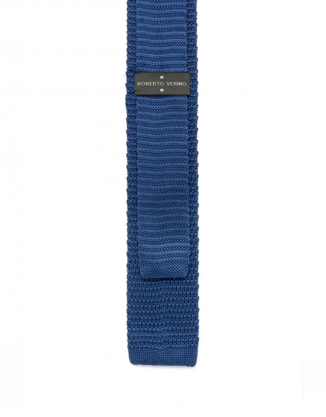 Cravate en maille bleue