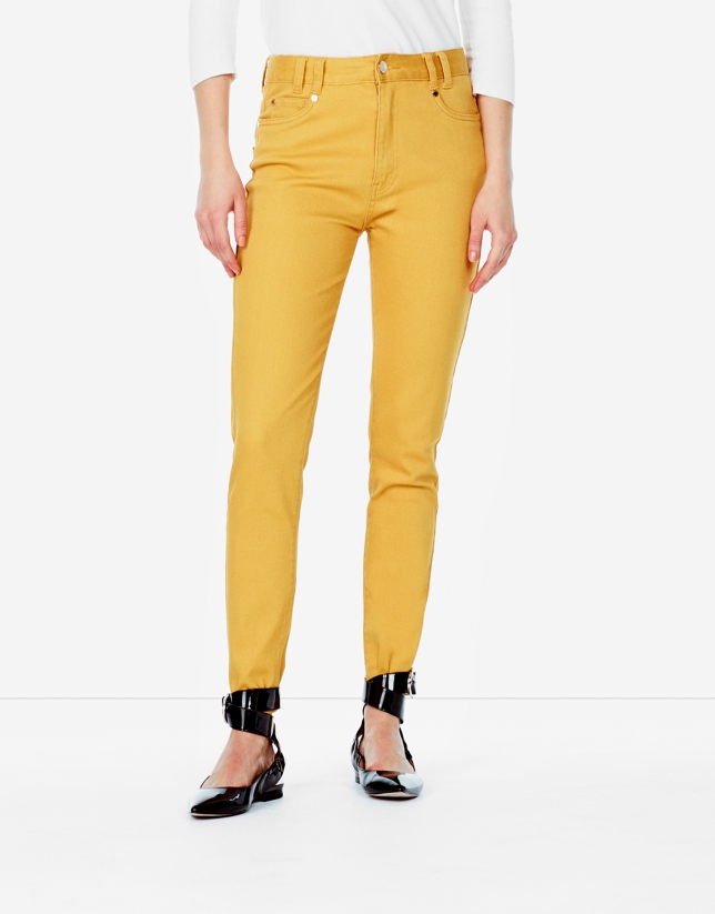 Pantalon 5 poches couleur ambre