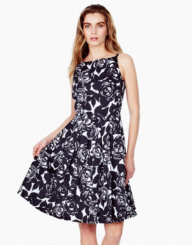 Vestido pliegues negro